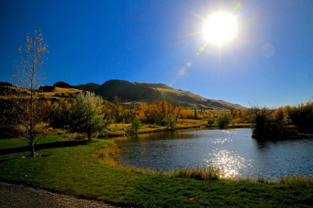"""FALL COLORS, SETTING SUN REFLECTING OFF THE WATERS IN """"PARADISE VALLEY""""- IT IS EASY TO SEE HOW THIS AREA GOT IT'S NAME!"""