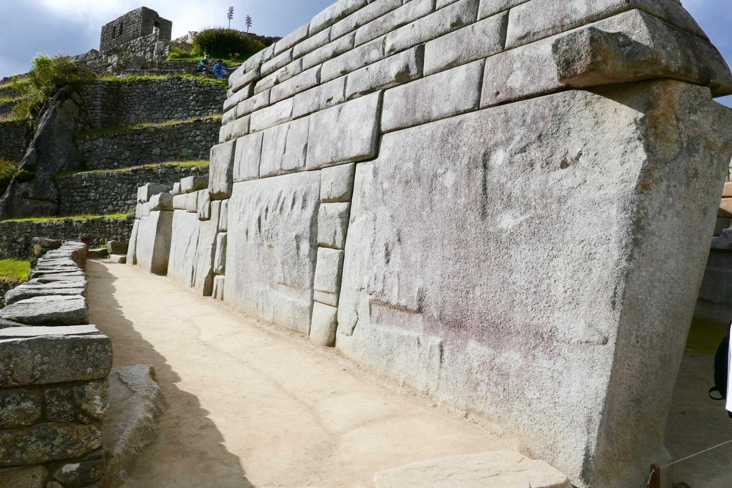 "MACHU PICCHU--LOOK AT THE 'CYCLOPEAN WALLS'.  THE ANGLES, THE FIT AND THE SIZE AS OPPOSED TO THE INCAN BUILDING MATERIALS AND SIZE - GIANT'S AND THEIR INHERITED  ""FALLEN ANGEL TECHNOLOGY"" KNOWLEDGE PUT THESE IN PLACE"